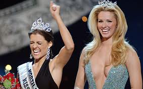 Chelsea Cooley is crowned Miss USA 2005 as Shandi Finnessy, Miss USA 2004 looks on